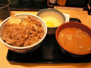 吉野家の牛鍋丼+たまご+豚汁